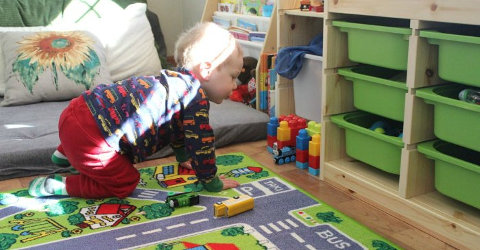 Tips from a child psychologist on creating the perfect play space for your baby that will last through the toddler years!